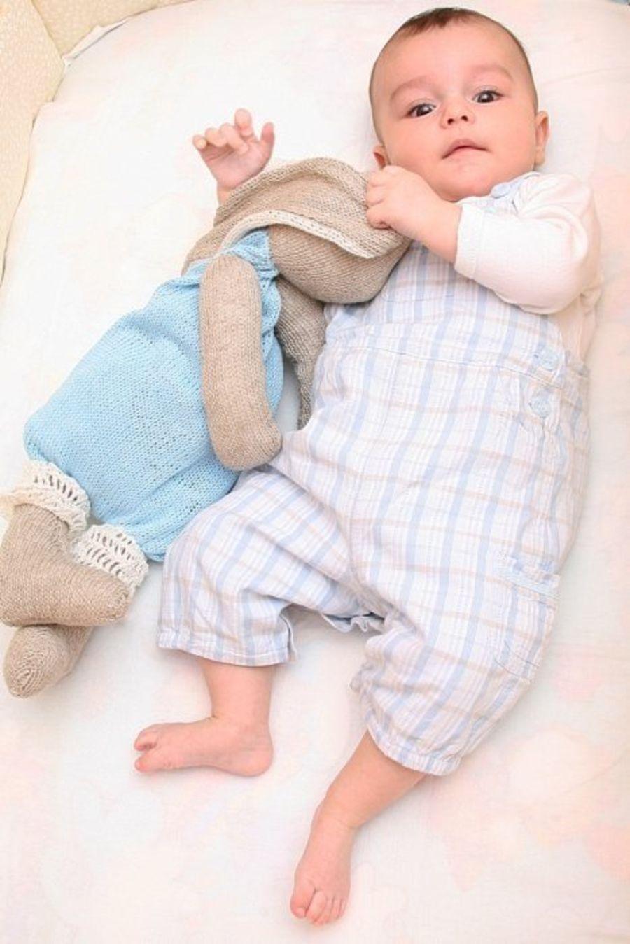 Заяц — пижамница. Полезная игрушка для малыша + описание