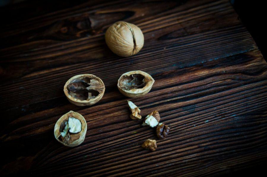 Маленькое рукодельное чудо в скорлупке грецкого ореха. Делаем необычную игрушку