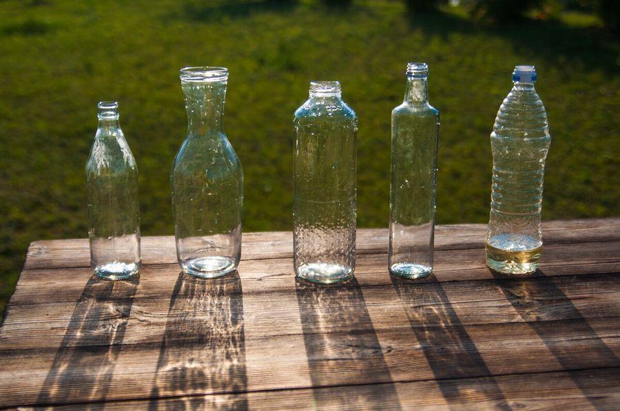 Не выкидывайте стеклянные бутылки! Как разрезать их быстро и очень ровно, а потом - превратить в вазы