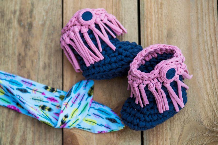 Ковбойские тапочки-сапожки для малышки. Трикотажная пряжа