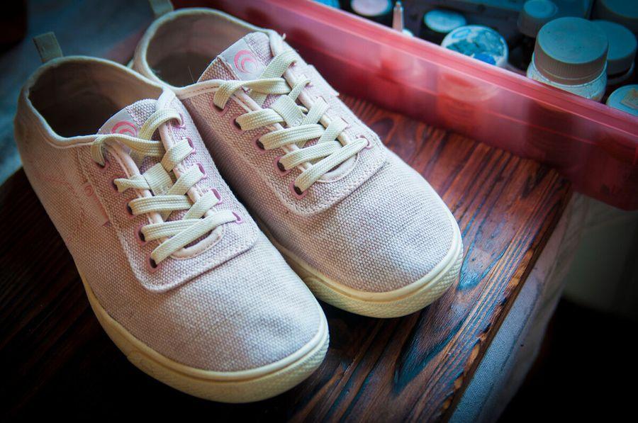 Превращаем старые кроссовки в новые. Роспись по обуви: что нужно знать, чтобы она держалась долго