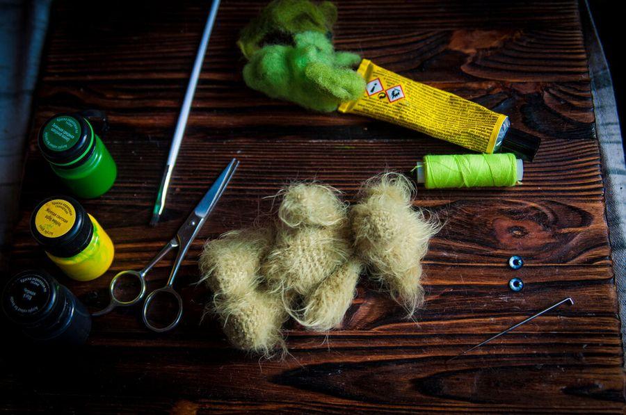 Необычное оформление мордашки: шерсть, нитки и краски