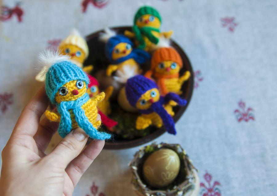 Самая простая развивающая игрушка - семь цыплят в цветных шапочках
