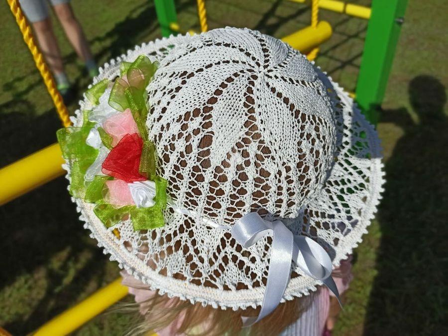 Связала для внучки шляпку на воздушном шарике