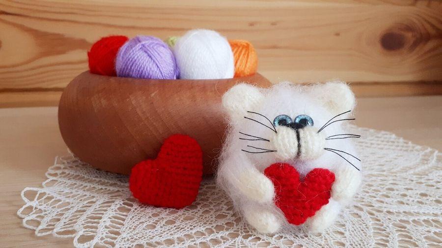 Пушистый котик, связанный на 5-ти спицах